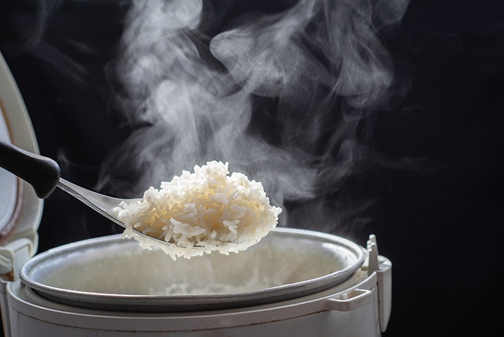 cooking coconut rice in a rice cooker
